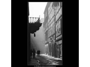 Michalská ulička (2582), žánry - Praha 1963 prosinec, černobílý obraz, stará fotografie, prodej