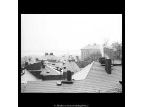 Zasněžené střechy (2649-1), žánry - Praha 1964 leden, černobílý obraz, stará fotografie, prodej