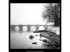 Pohled na část Karlova mostu (2656-1), Praha 1964 leden, černobílý obraz, stará fotografie, prodej