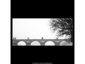 Pohled na část Karlova mostu (2656-2), Praha 1964 leden, černobílý obraz, stará fotografie, prodej