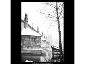 Pohled na část Karlova mostu (2656-3), Praha 1964 leden, černobílý obraz, stará fotografie, prodej