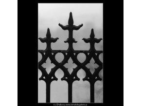 Mříže na Křižovnickém náměstí (2658), Praha 1964 leden, černobílý obraz, stará fotografie, prodej