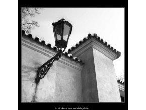Lampa a zeď (2659), žánry - Praha 1964 leden, černobílý obraz, stará fotografie, prodej