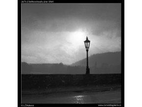 Sněhová bouře (2671-2), žánry - Praha 1964 únor, černobílý obraz, stará fotografie, prodej