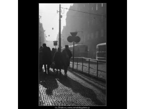 Z Vodičkovy ulice (2676-2), Praha 1964 únor, černobílý obraz, stará fotografie, prodej