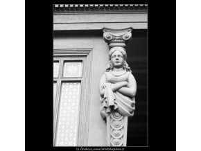 Dřevěná soška (2693), Praha 1964 únor, černobílý obraz, stará fotografie, prodej