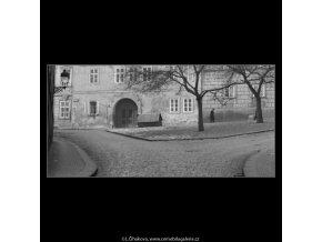 Ze Sněmovní ulice (2698), Praha 1964 únor, černobílý obraz, stará fotografie, prodej
