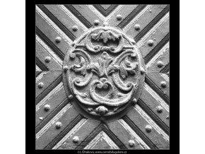 Dřevěná ozdoba na dveřích (2706), Praha 1964 únor, černobílý obraz, stará fotografie, prodej