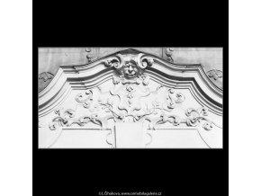 Ozdoba nade dveřmi (2728), Praha 1964 únor, černobílý obraz, stará fotografie, prodej