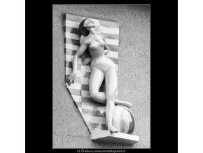 Novodobá domovní znamení (2753-3), Praha 1964 březen, černobílý obraz, stará fotografie, prodej