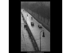 Vozovka a lucerny (2790-2A), žánry - Praha 1964 duben, černobílý obraz, stará fotografie, prodej