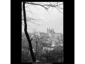 Pohled na Hrad (2817-1), Praha 1964 duben, černobílý obraz, stará fotografie, prodej