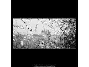 Pohled na Hrad (2817-3), Praha 1964 duben, černobílý obraz, stará fotografie, prodej