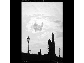 Kontury soch a mostu (2818-3), Praha 1964 duben, černobílý obraz, stará fotografie, prodej