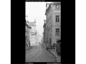 Nerudova ulice (2826), Praha 1964 duben, černobílý obraz, stará fotografie, prodej