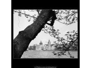 Pohled na Karlovy lázně (2831-1), Praha 1964 duben, černobílý obraz, stará fotografie, prodej