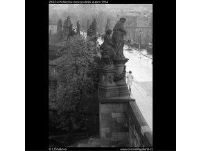 Most po dešti (2833-4), Praha 1964 duben, černobílý obraz, stará fotografie, prodej