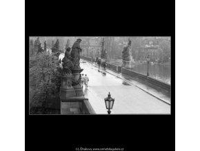 Pohled na most po dešti (2833-5), Praha 1964 duben, černobílý obraz, stará fotografie, prodej