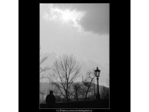 Z Karlova mostu (2834-1), Praha 1964 duben, černobílý obraz, stará fotografie, prodej