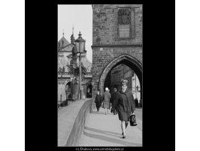 Novoměstská brána a sochy (2834-3), Praha 1964 duben, černobílý obraz, stará fotografie, prodej