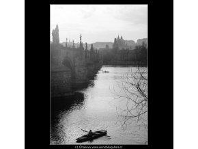 Pohled na Karlův most (2838-1), Praha 1964 duben, černobílý obraz, stará fotografie, prodej