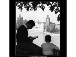 U vody (2873), žánry - Praha 1964 květen, černobílý obraz, stará fotografie, prodej