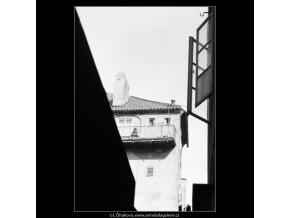 Dům s pavlačí (2876), žánry - Praha 1964 květen, černobílý obraz, stará fotografie, prodej