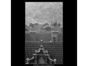 Malostranské střechy (2878-2), Praha 1964 červen, černobílý obraz, stará fotografie, prodej