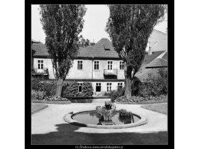 Vrtbovská zahrada (164-1), Praha 1959 červen, černobílý obraz, stará fotografie, prodej