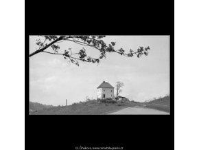 Domek na návrší (2901-3), Praha 1964 květen, černobílý obraz, stará fotografie, prodej