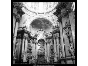 Chrám sv.Mikuláše (2921-2), Praha 1964 květen, černobílý obraz, stará fotografie, prodej