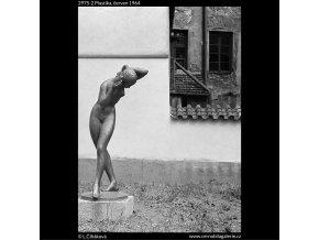 Plastika (2975-2), Praha 1964 červen, černobílý obraz, stará fotografie, prodej