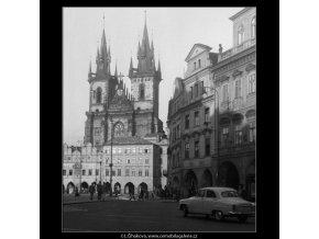 Pohled na Týnský chrám (260), Praha 1959 září, černobílý obraz, stará fotografie, prodej