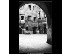 Nádvoří domu (2986-1), Praha 1964 červen, černobílý obraz, stará fotografie, prodej