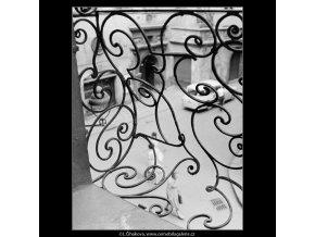 Mříž (2988-1), Praha 1964 červen, černobílý obraz, stará fotografie, prodej