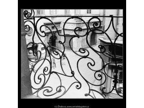 Mříž (2988-2), Praha 1964 červen, černobílý obraz, stará fotografie, prodej