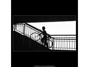 Kluci s velocipedy (2996-1), žánry - Praha 1964 červen, černobílý obraz, stará fotografie, prodej