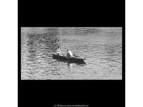 Na vodě (3030-2), žánry - Praha 1964 červen, černobílý obraz, stará fotografie, prodej