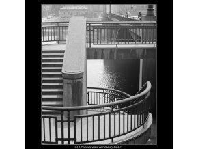 Schodiště (3050), Praha 1964 červenec, černobílý obraz, stará fotografie, prodej