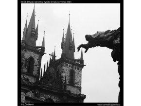 Husův pomník a Týnský chrám (3035-1), Praha 1964 červenec, černobílý obraz, stará fotografie, prodej
