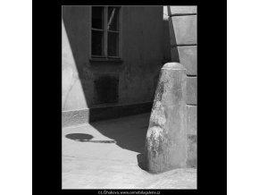 Patník (3058-1), Praha 1964 červenec, černobílý obraz, stará fotografie, prodej
