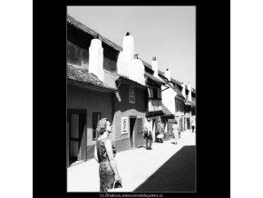 Zlatá ulička (3069-12), Praha 1964 červenec, černobílý obraz, stará fotografie, prodej