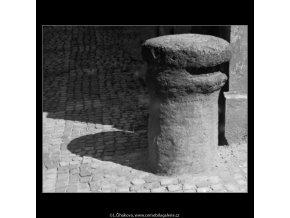 Patník (3072-1), Praha 1964 červenec, černobílý obraz, stará fotografie, prodej