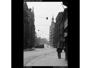Spálená ulice (3098), Praha 1964 srpen, černobílý obraz, stará fotografie, prodej