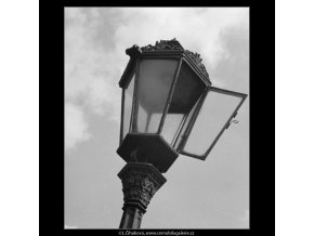 Otevřená lucerna (3125-2), Praha 1964 srpen, černobílý obraz, stará fotografie, prodej