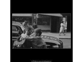 Kamarádi (3170), žánry - Praha 1964 září, černobílý obraz, stará fotografie, prodej