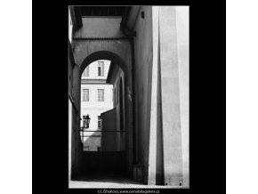 Klenba a průhled (3190-1), Praha 1964 září, černobílý obraz, stará fotografie, prodej