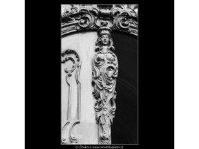 Ozdoba na dveřích (3193-1), Praha 1964 září, černobílý obraz, stará fotografie, prodej