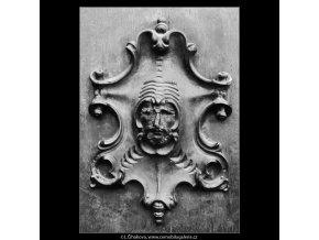 Ozdoba na dveřích (3193-2), Praha 1964 září, černobílý obraz, stará fotografie, prodej
