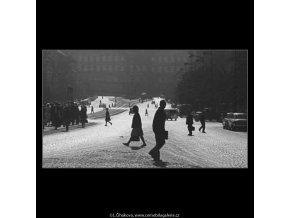Ná náměstí (3195), žánry - Praha 1964 září, černobílý obraz, stará fotografie, prodej